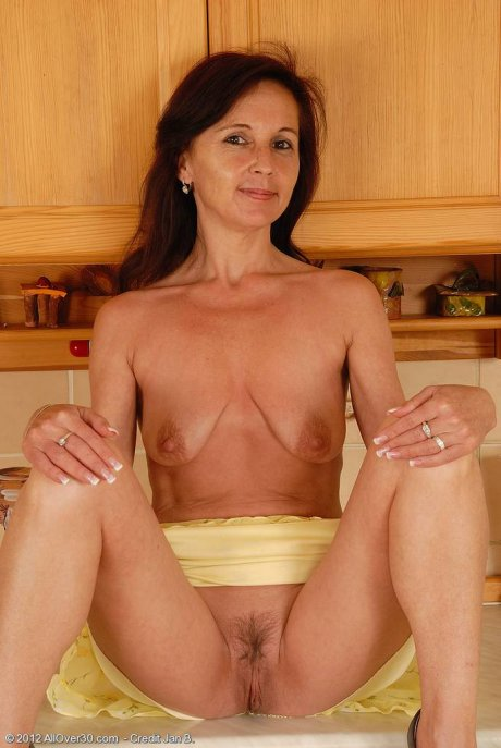 Horny mature housewife Jenny H playing with her pussy at AllOver30