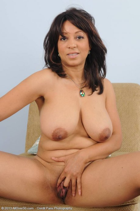 Hot mature lady Lala Bond showing her shaved, wet pussy at AllOver30