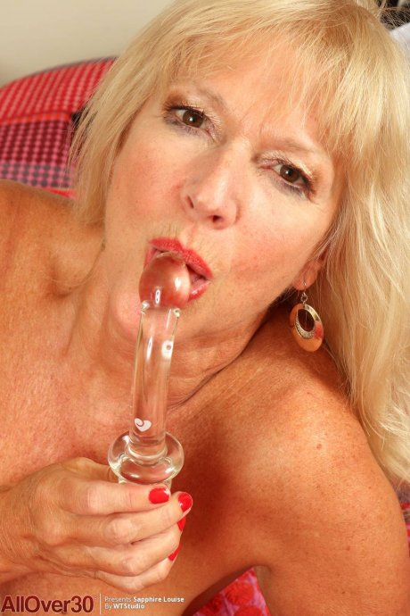 Blonde mature Sapphire Louise playing with herself at AllOver30