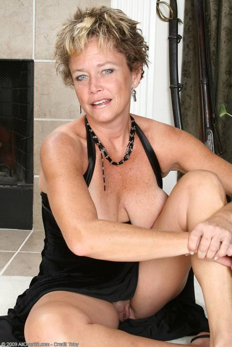 Mature and elegant Ariel strips off her black evening gown at AllOver30