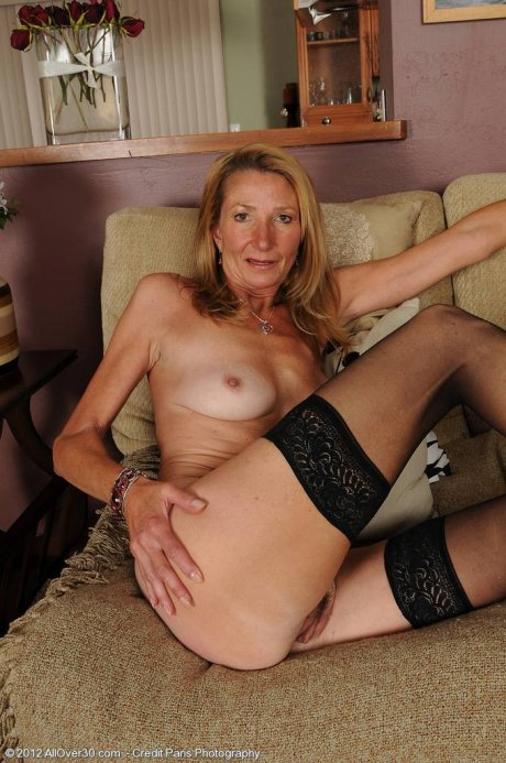 Blonde mature model Pam shows off her naked body at AllOver30