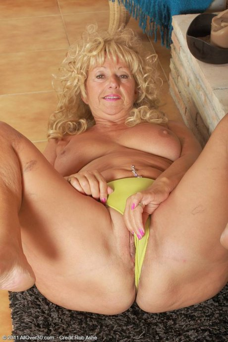 Blonde granny Samantha T showing her shaved pussy at AllOver30