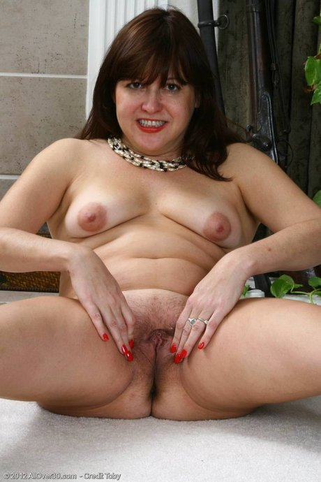 Elegant mature Kitty L exposing her titties at AllOver30