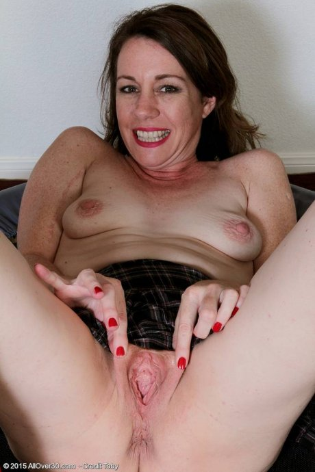Brunette mature Molly Golly playing with her pink pussy at AllOver30