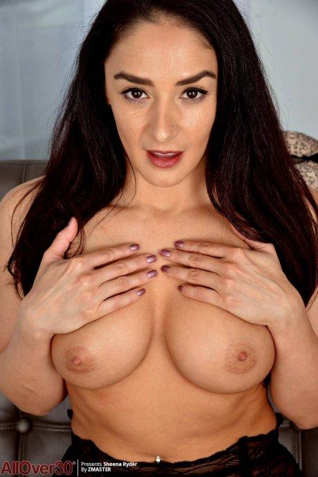 Big Tits beauty Sheena Ryder fingering herself at AllOver30