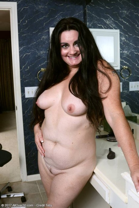 Curvy chubby sexy Victoria Powers at AllOver30
