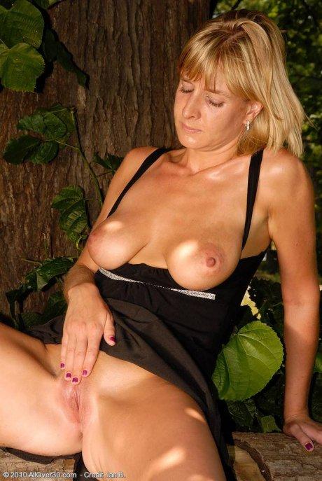 Gorgeous blonde MILF Linda S posing naked outside at AllOver30