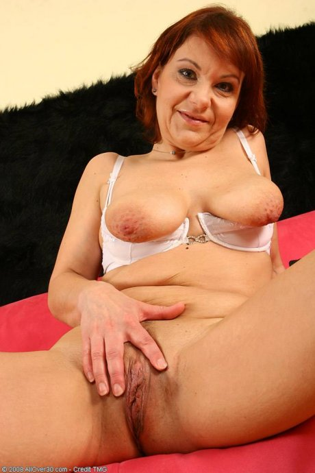 Redhead Nika show you her mature body at AllOver30