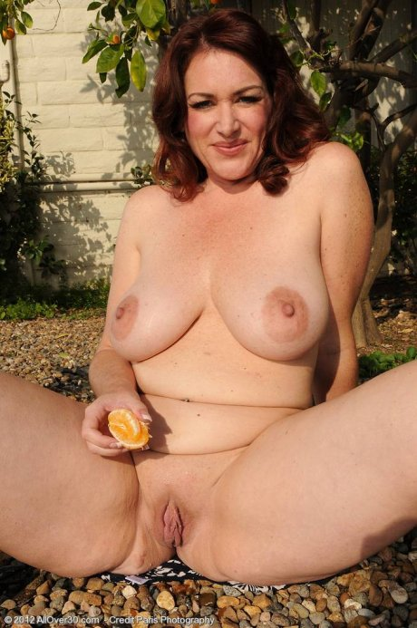 Brunette mature Ryan playing with herself at AllOver30