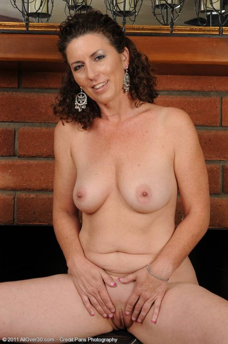 Horny and 45 year old Tammy Sue spreads ass wide at AllOver30