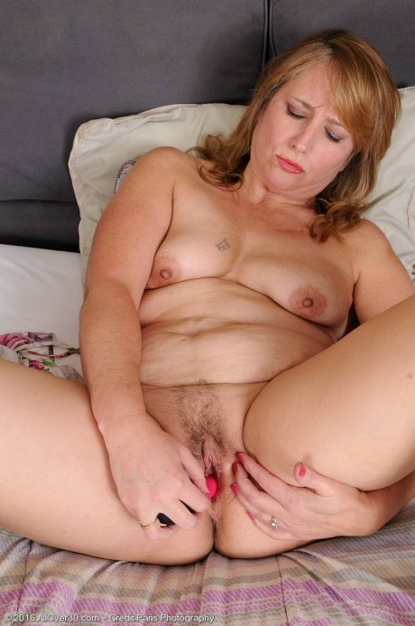 Blonde mature Catrina Costa spends time in bed pleasuring herself with a toy at AllOver30