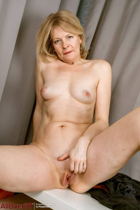 Blonde mature Diana V playing with herself at AllOver30