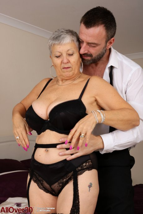 Savana MILF Sex at AllOver30