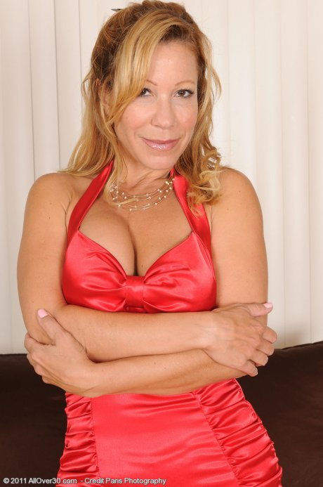 45 year old Rachel pulls her mature pussy wide here at AllOver30