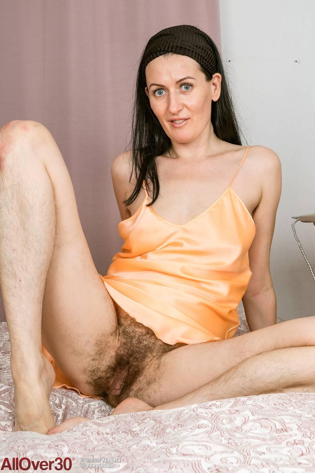 Hairy Pussy Fuck Threesome