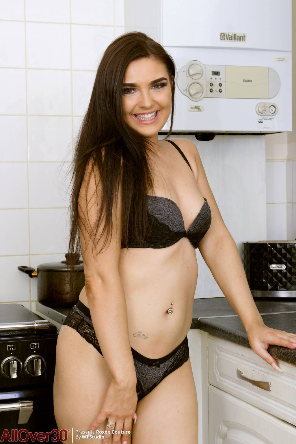 Sexy brunette mature babe Roxee Couture shows off her naked pussy at AllOver30