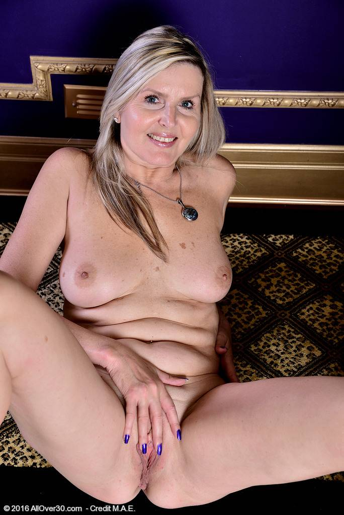Beautiful blonde Velvet Skye shows her big boobs at AllOver30