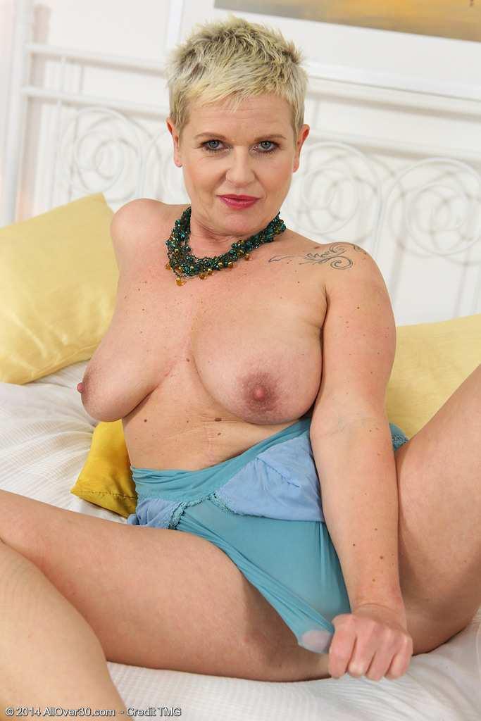 Czech MILF Deide J slips off her blue lingerie and spreads her pussy at AllOver30