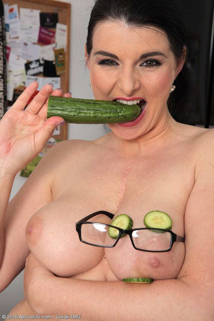 Sexy mature Sandra Nero playing with a cucumber at AllOver30