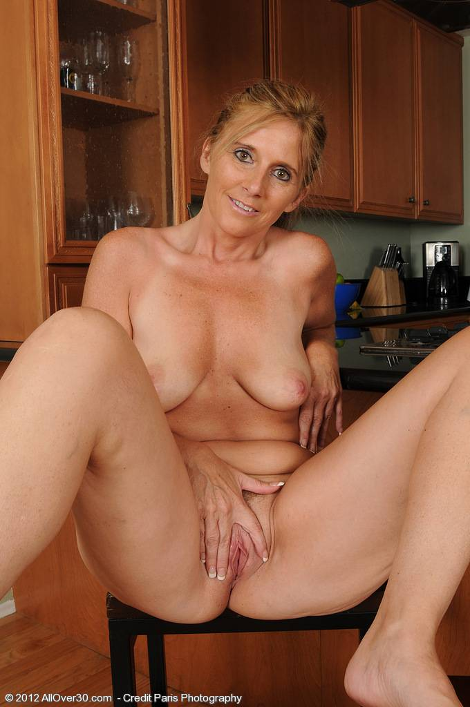 Mature housewife Amanda Jean gives her pussy a finger workout at AllOver30