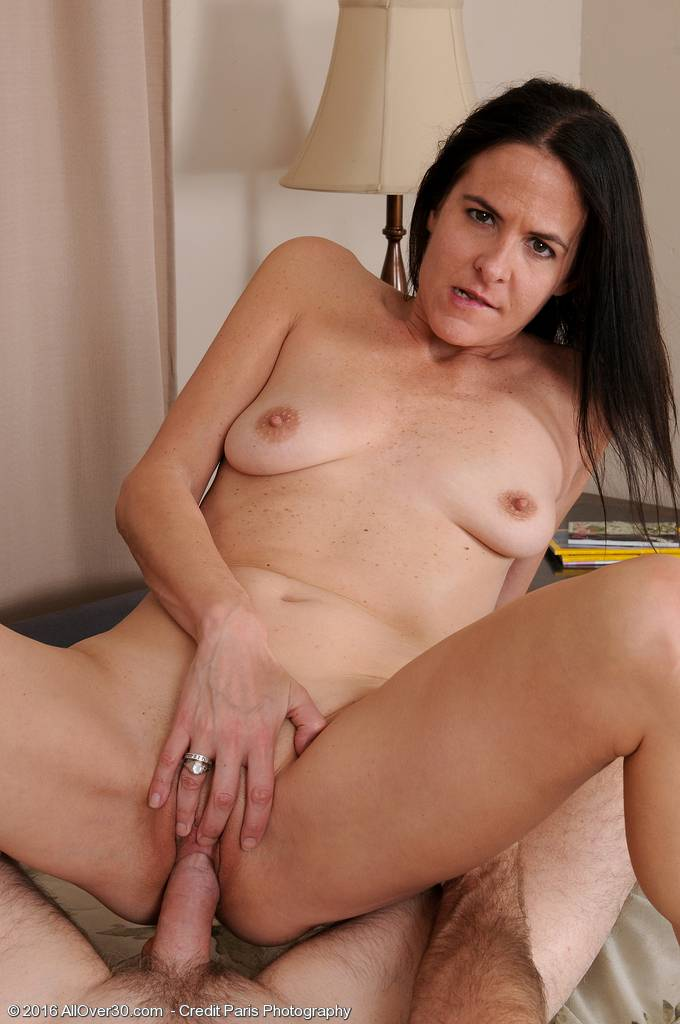 MILF Maggie K gets licked and fucked by her lucky man at AllOver30