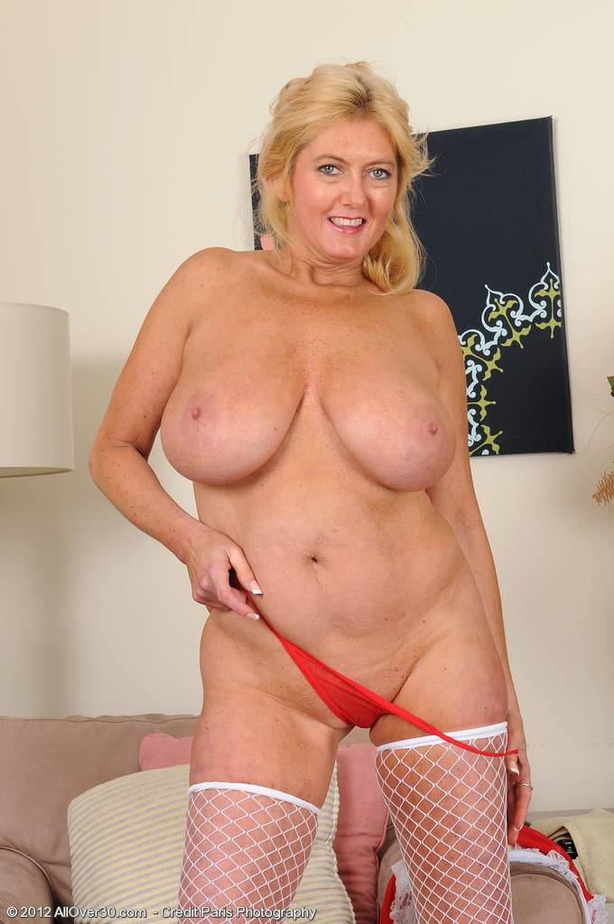 Mature and busty Tahnee Taylor breaks from her hard housework at AllOver30
