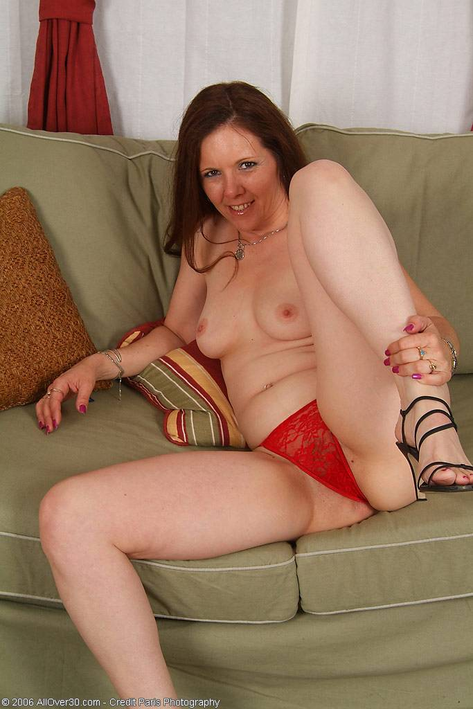 Brunette mature Lora playing with herself at AllOver30