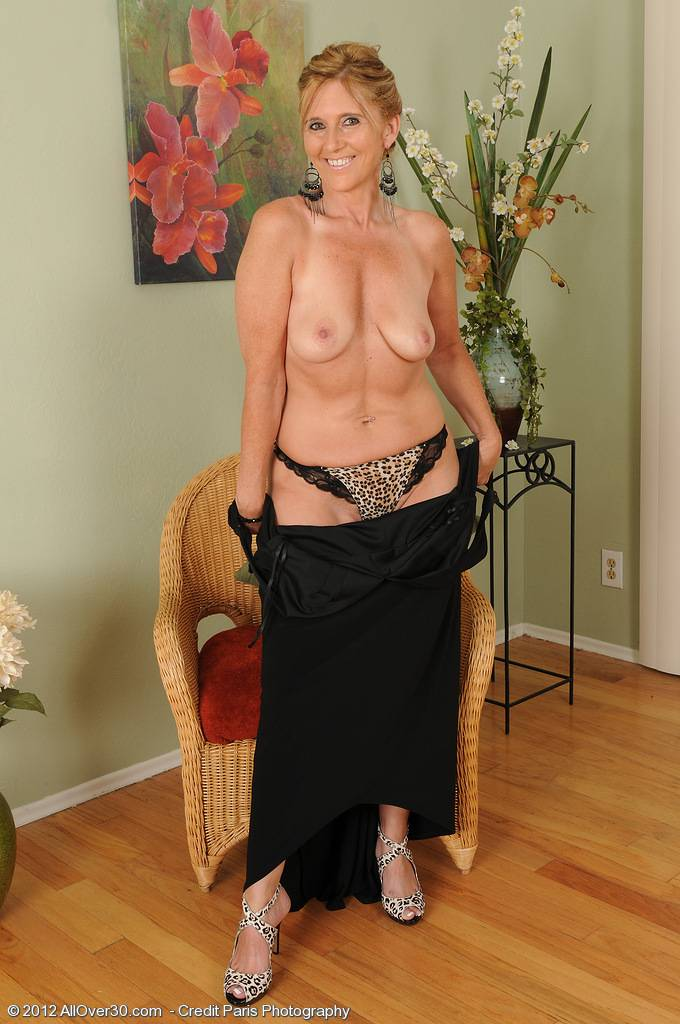 Horny And Elegant 46 Year Old Amanda Jean Strips For Our Friends At Allover30