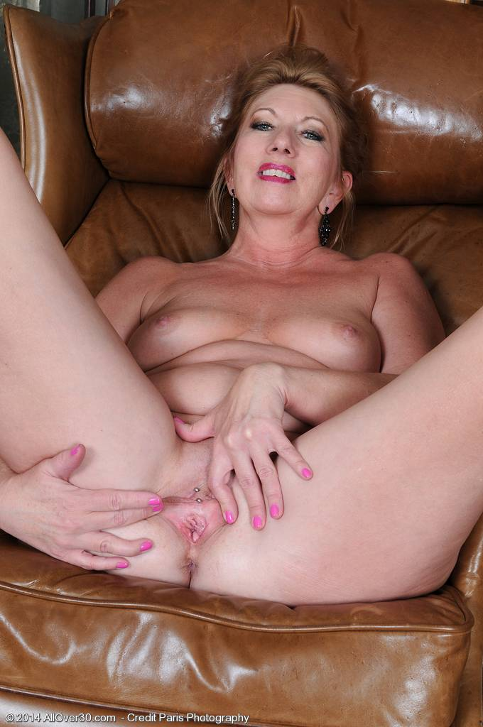 53 Year Old Housewife Shelly Sands Shows Off Her Mature Pussy Here At Allover30